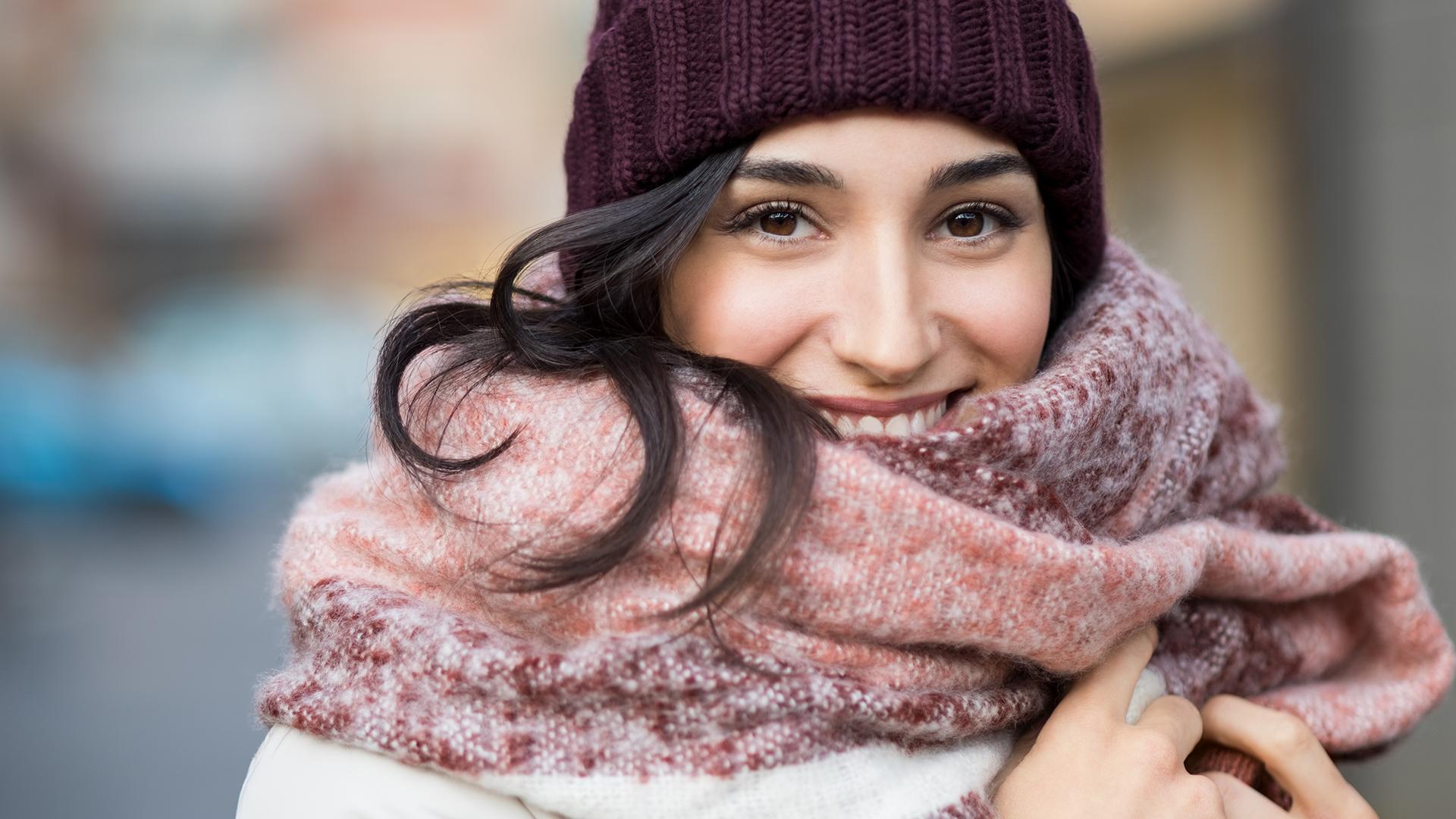 Учимся выбирать головной убор к любому зимнему образу
